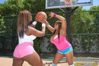 Plump ebony Simone and her sista play basketball a