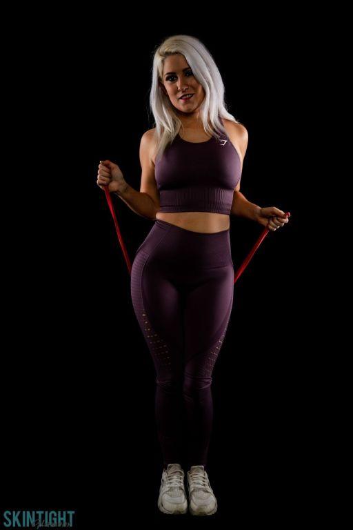 Lu Elissa strips out of her dark violet yoga pants