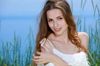 Young Russian model Elle Tan set Oceanfront by Met