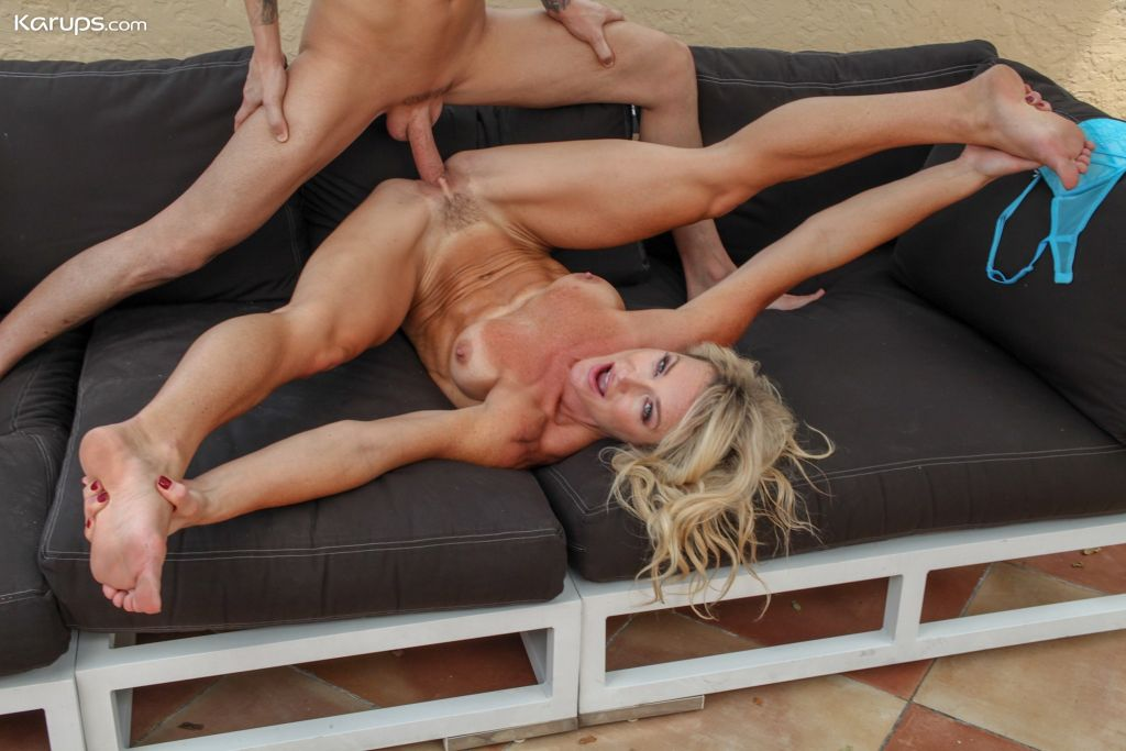 Sexy MILF Sydney Hail gets fucked by a younger stu