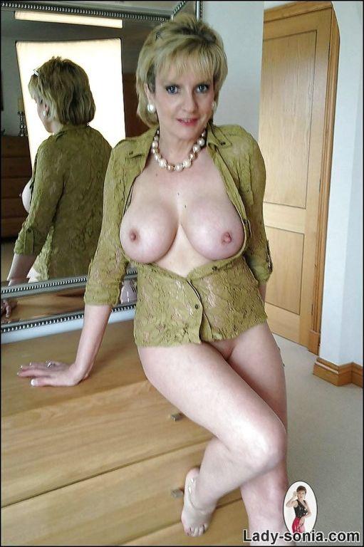 Fuckable mature lady with big tits masturbating