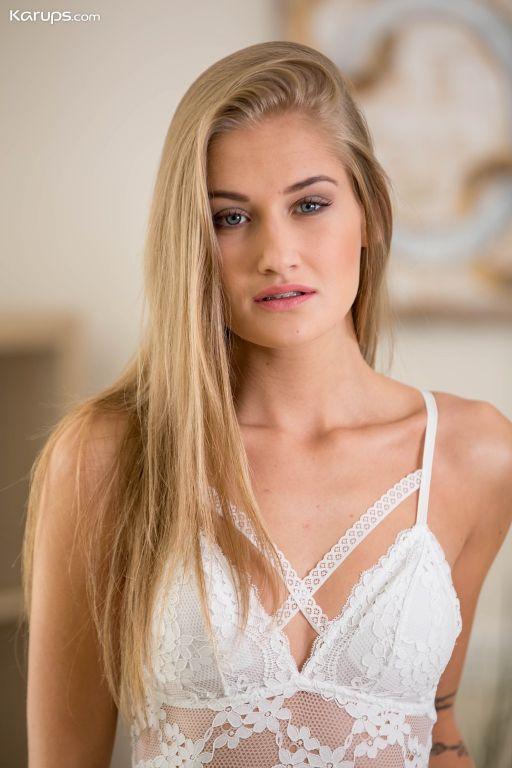 Stunning blonde babe Tiffany Tatum strips and fing