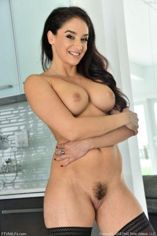 sexy Sheena Ryder pornstars tits