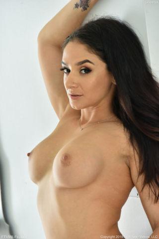 nude Sheena Ryder brunette sexy