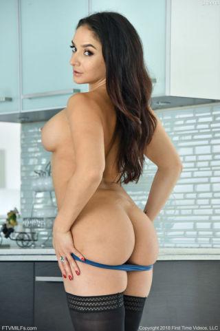 sex Sheena Ryder busty sexy