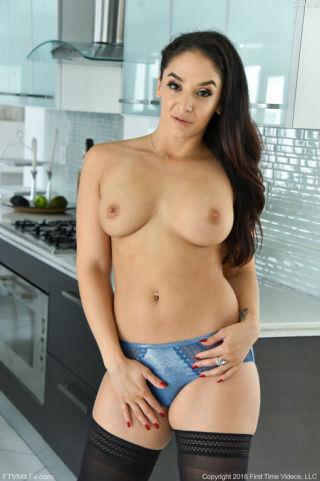 nude Sheena Ryder busty pornstars