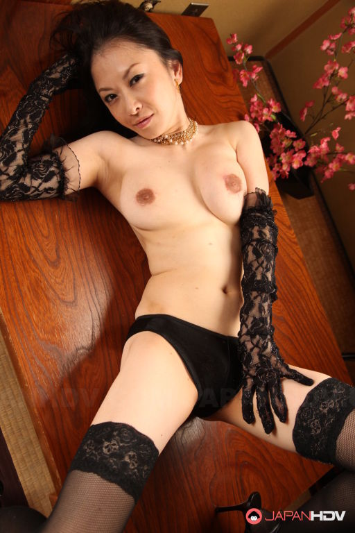 Babe Sayoko Machimura shows off