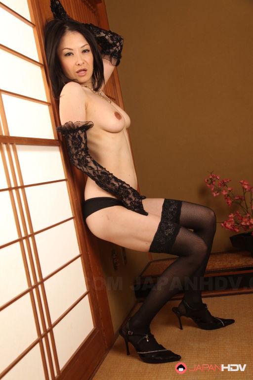 Babe Sayoko Machimura shows off