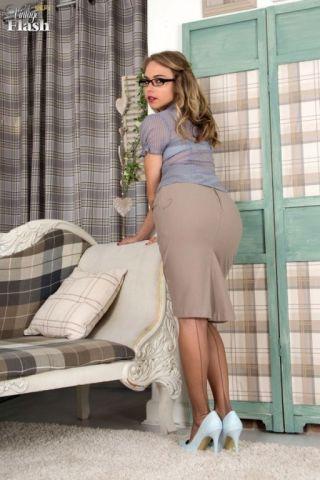 sexy Chloe Toy -vintage flash babes
