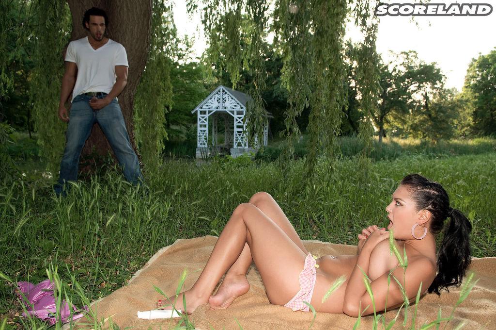 Jasmine Black is having ass picnic