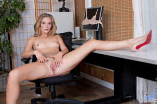nude Mona Wales mature mature