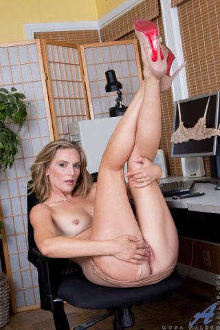 nude Mona Wales nice ass mature