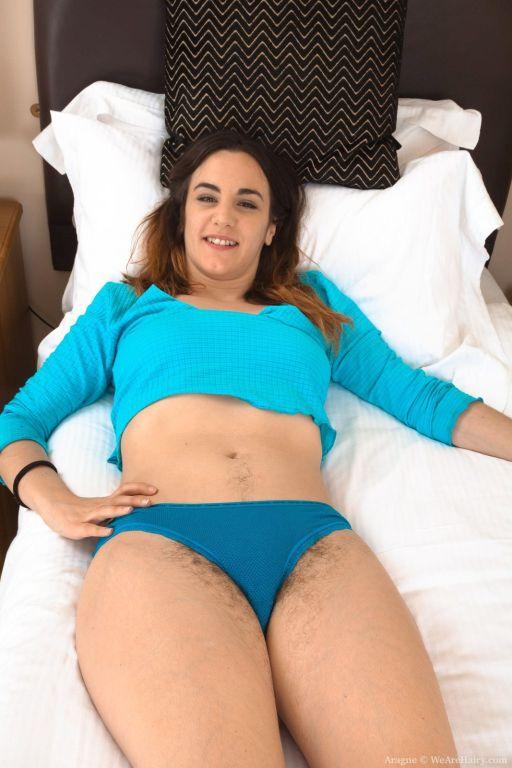 Aragne strips naked in her lonely bedroom