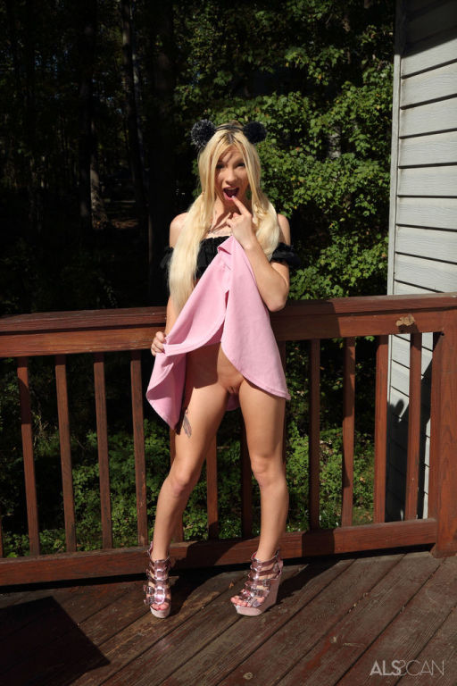 ALL RAW FEATURING KENZIE REEVES