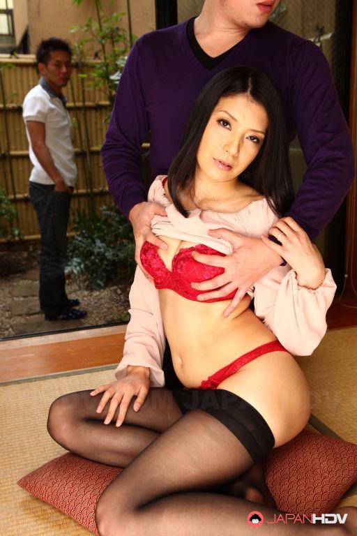 Kana Aizawa gets her tits sucked