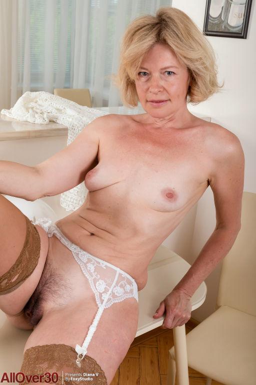 Mature Slender Diana V