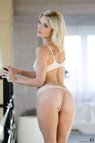 sexy Zazie Skymm blowjob blonde