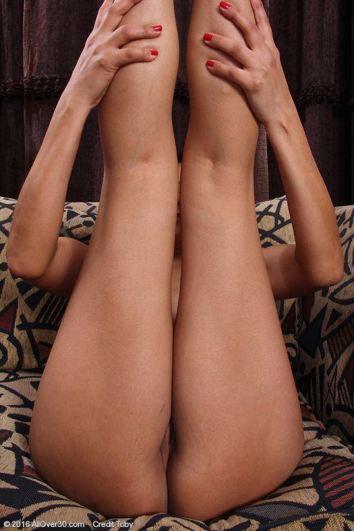Exotic honey Cici Jones slips out of her nightie
