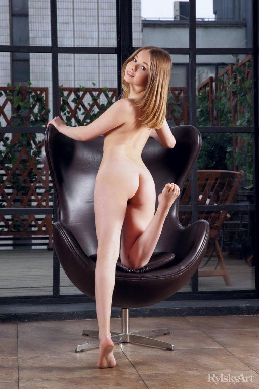 Naked petite blonde Jeff Milton spreading her legs