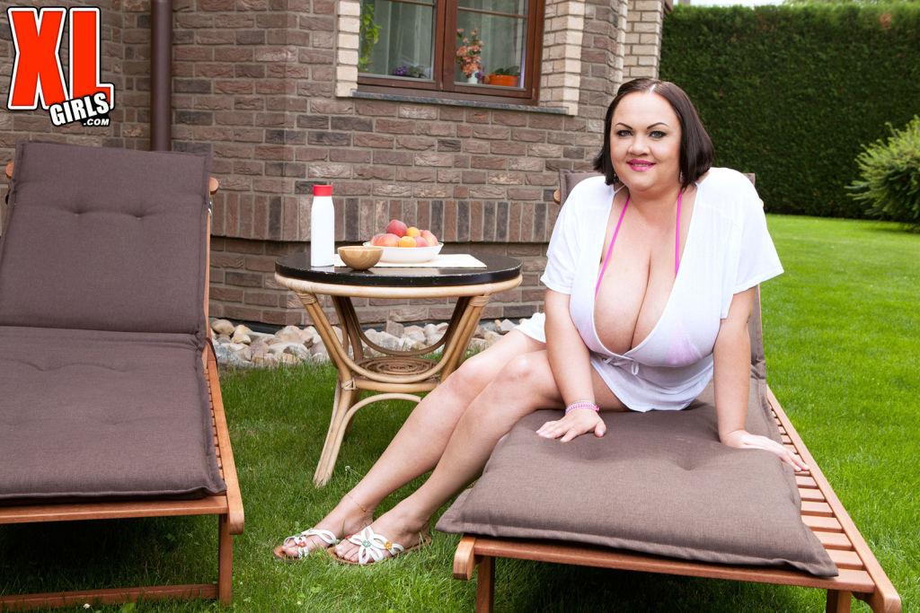 Natascha Romanova is a bikini buster