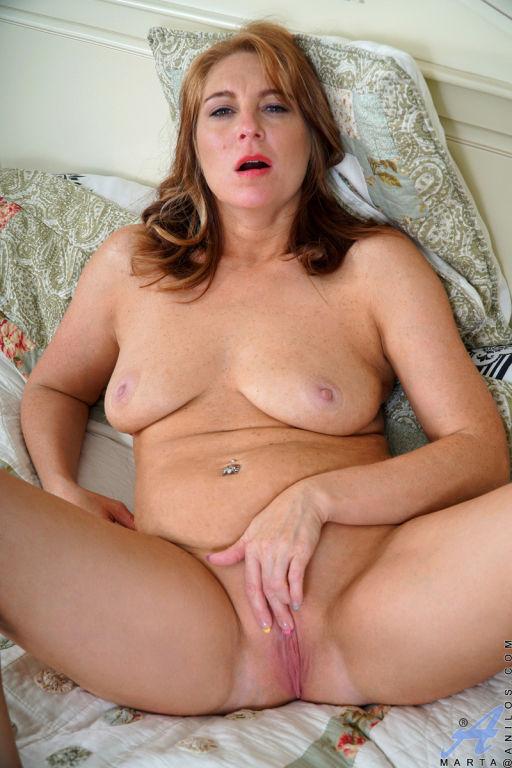 Russian mom Marta fingering