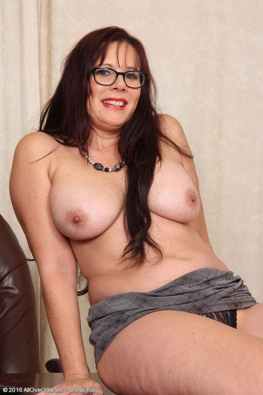 Horny curvy secretary Sasha Karr hops on the desk