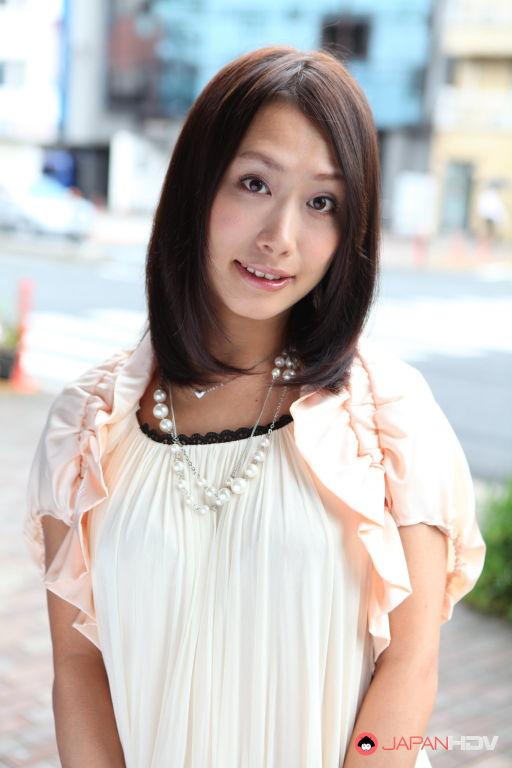 Yayoi Yanagida shows off outdoors