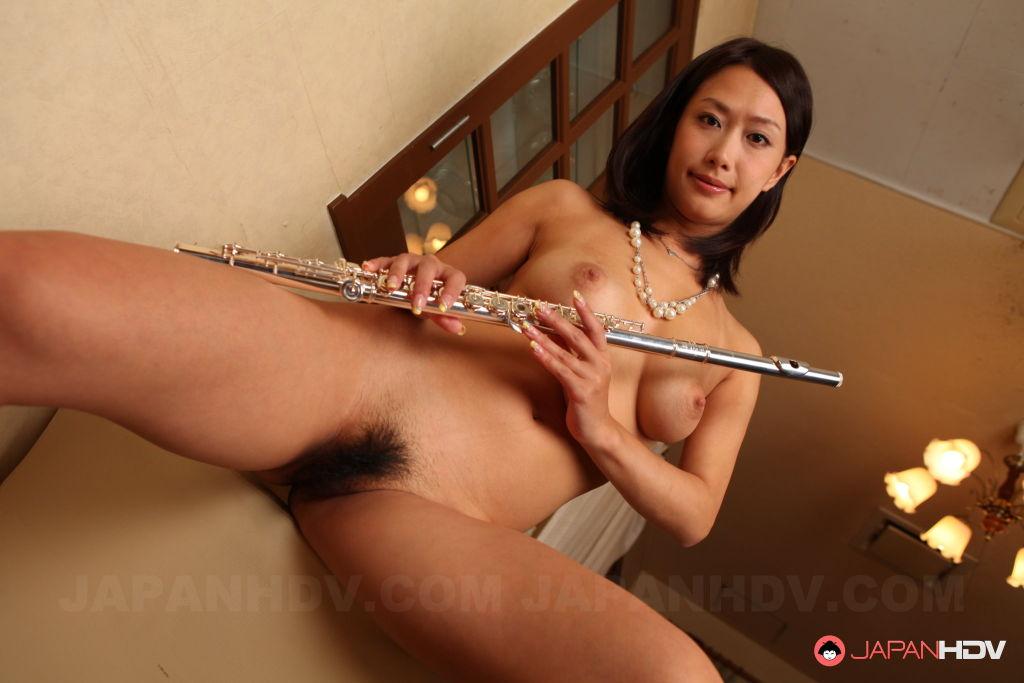 Nice gal Yayoi Yanagida shows off