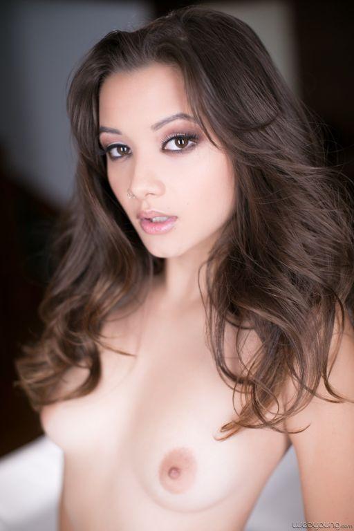 Young lady Alex De La Flor shows