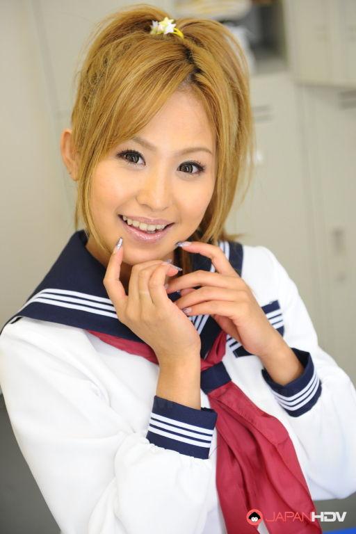 Sexy teen Yui Aoyama showing off