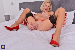 nude Molly Maracas stockings blonde