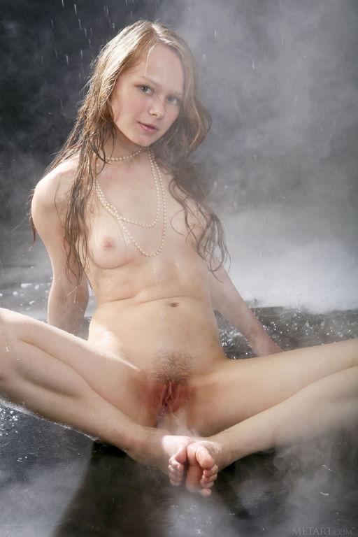 Model Mia C set Reyna