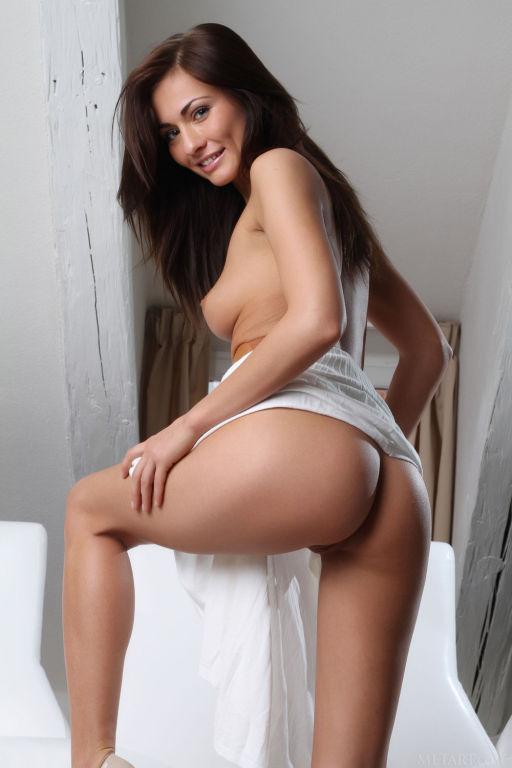 Model Michaela Isizzu set Batsy