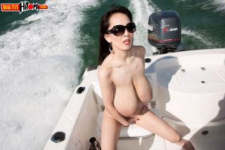porn Hitomi big tits model