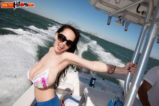 naked Hitomi boobs -big tit hitomi