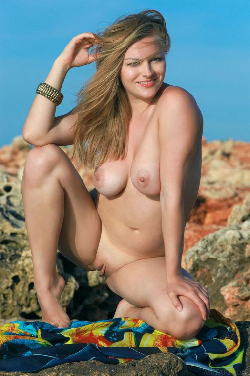 Young lady Alessandra A set Sunaye