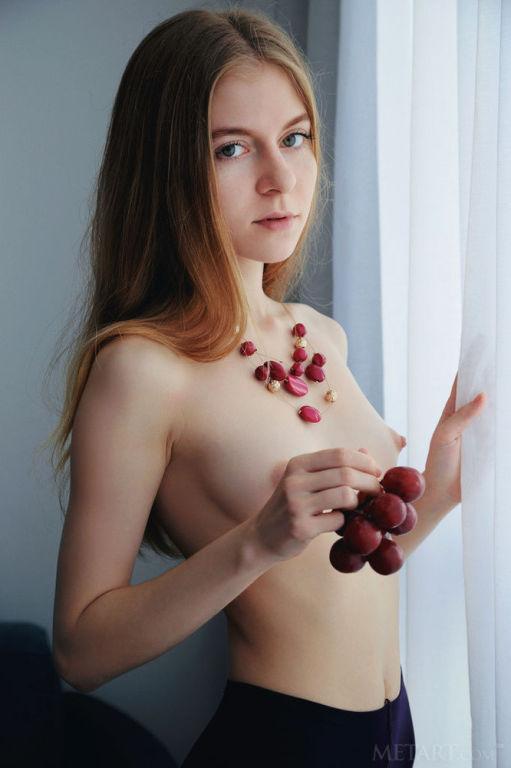 Model Shayla set Charisma