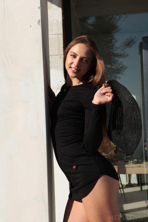 Model Valery Leche set Bare Buns
