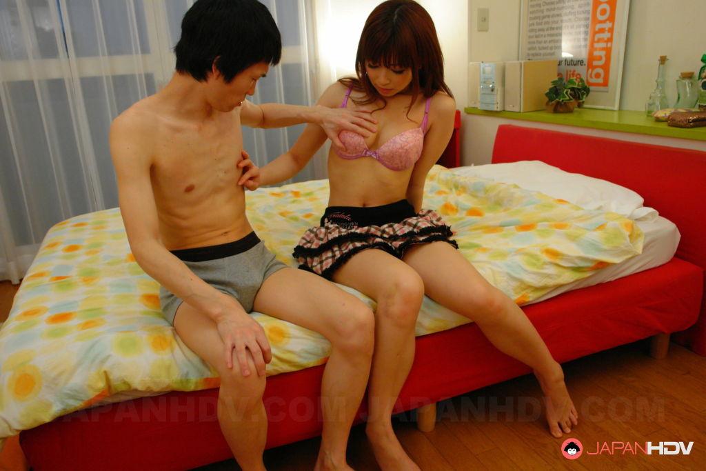 Kaori Aikawa sucks a fine pecker