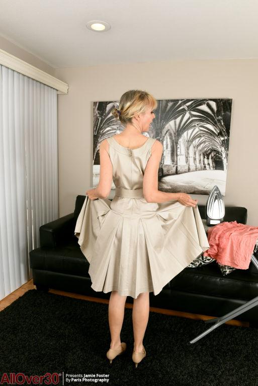 Jamie Foster Flirty Housework