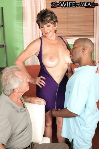 naked Bea Cummins blowjob oral