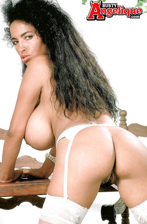 Latina MILF pornstar Busty Angelique vaunting mons
