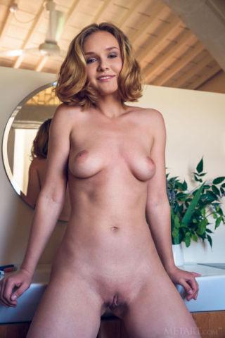 naked Lucretia K beautiful amateurs