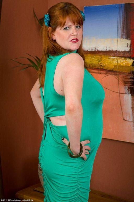 Bigboobs milf Lucy Williams in a green dress strip
