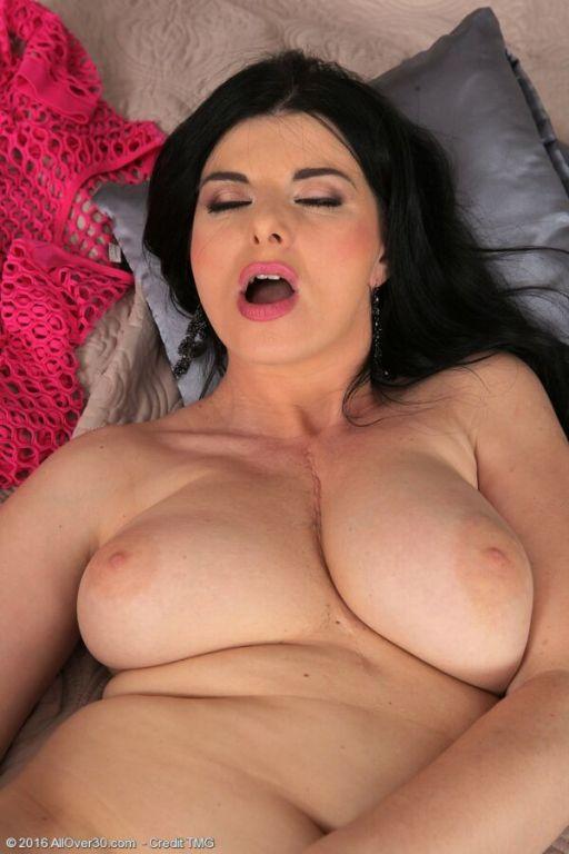 Sandra Nero busty darkhaired milf poses in black s