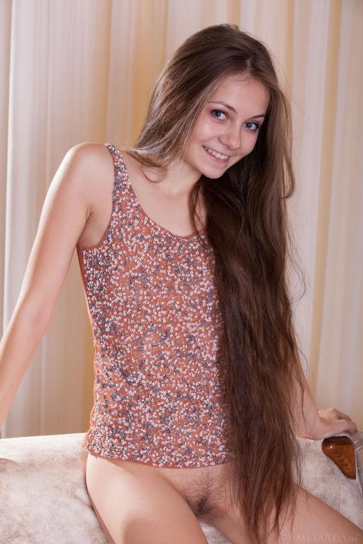 Young lady Ennu A set Tallis