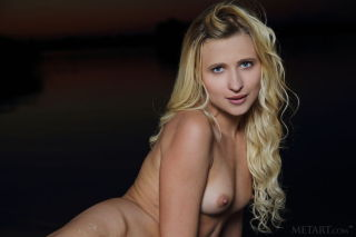 Model Lisa Dawn set Night On The Beach