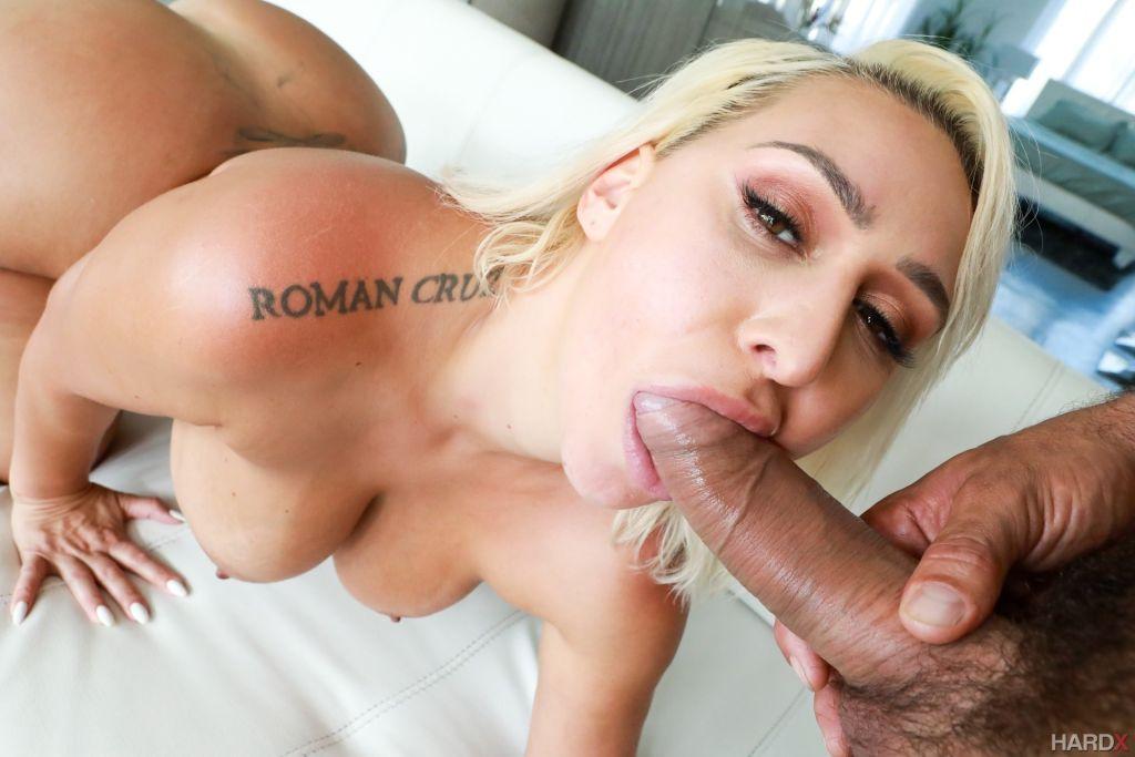 Bodacious blonde Nina Kayy set 45 Inches Of Ass