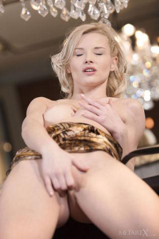 sexy Mikki Galante beautiful fingering