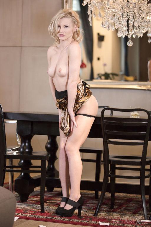 Blonde Zazie Skymm masturbating her hot pussy